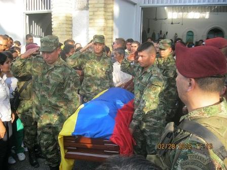 El cabo tercero del Ejército Edwin Suárez Moreno, fue sepultado con honores militares en el municipio de Hobo.