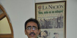 Luis Carlos - cantando.
