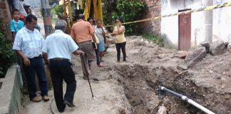 La comunidad del barrio El Obrero pide que le terminen la obra de alcantarillado.