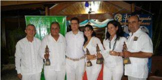 Los galardonados, en compañía del Gobernador Víctor Isidro Ramírez