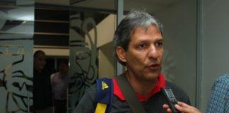 El técnico Carlos 'El Piscis' Restrepo arribó ayer a Neiva y dialogó en exclusiva con LA NACIÓN.