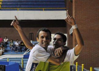 Los jugadores del Atlético Huila celebraron su clasificación a los cuartos de final de la Liga Argos Futsal.