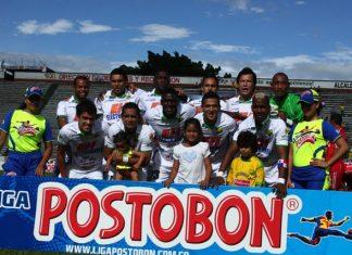 Milton Rodríguez felicitó a Sebastián Hernández, autor de uno de los goles del elenco opita frente a Patriotas.