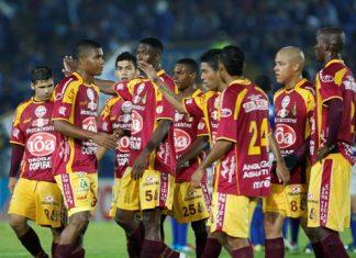 Los jugadores del Deportes Tolima celebraron la victoria y la clasificación.