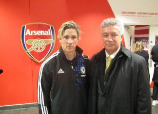 El dirigente huilense Jorge Fernando Perdomo con el jugador del Chelsea Fernando Torres.