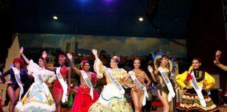 ¡Reinas mostraron su folclor!