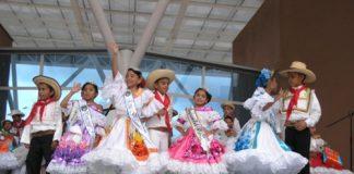 Los niños disfrutaron de una tarde de música y danzas en la elección de la segunda Reina Infantil del Bambuco. 2 Al final del evento, Mariana Cortés Bautista fue coronada como Reina Infantil del Bambuco.