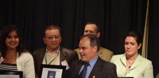 El editor Marcelino Triana entre otros premiados en el Instituto Cervantes de New York