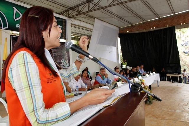 La Gobernadora realizó el Consejo Comunal en San Agustín y se comprometió con sacar adelante el anillo vial turístico.