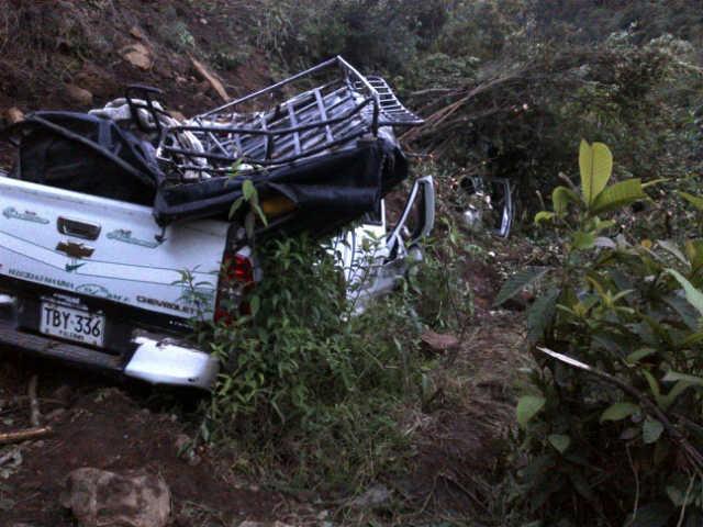 Bus escalera y camionetas están atrapados en la avalancha de Balsillas LA NACIÓN, NEIVA