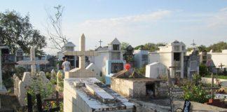 En el cementerio de Campoalegre los muertos son enterrados unos encima de otros, porque el camposanto desde hace varios años se quedó sin espacio.