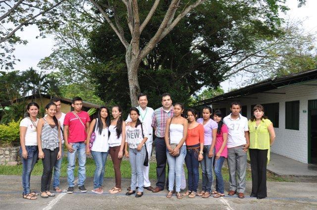 Con una ceremonia especial directivos, docentes y estudiantes de la escuela tecnológica Jesús Oviedo Pérez inició su ciclo académico correspondiente al año 2013.