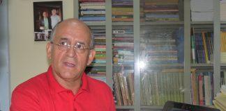 El académico Nelson Ernesto López Jiménez.