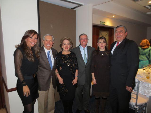 Diana Puentes, Jesús Oviedo, la homenajeada junto a su esposo Jorge Ortiz, Carolina de Rodríguez y Nino Rodríguez.