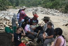 La avalancha del río Baché dejó a 14 familias a la intemperie, porque sus casas fueron destruidas y otras afectadas.