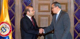 Carlos Eduardo Géchem asumió ante el ministro del Interior Fernando Carrillo y Gustavo García, secretario General.