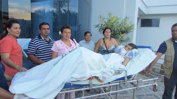 René Fabián Mora acompañado de sus familiares recibió ayer la consulta de Neurología. Fotos Ginna Piragauta