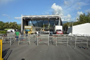 La tarima es la misma que se ha utilizado en conciertos en la Feria de Cali, el Carnaval de Barranquilla y el Festival Vallenato de Valledupar. La tarima es la misma que se ha utilizado en conciertos en la Feria de Cali, el Carnaval de Barranquilla y el Festival Vallenato de Valledupar.