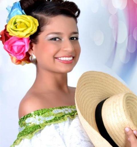 Ana María Aguilar Bermeo. Centro.