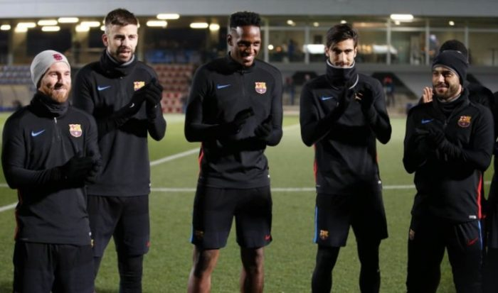 Yerri Mina, el futbolista que se presenta descalzo — FC BARCELONA