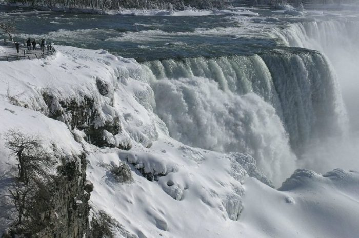 Ola polar: se congelaron las cataratas del Niágara