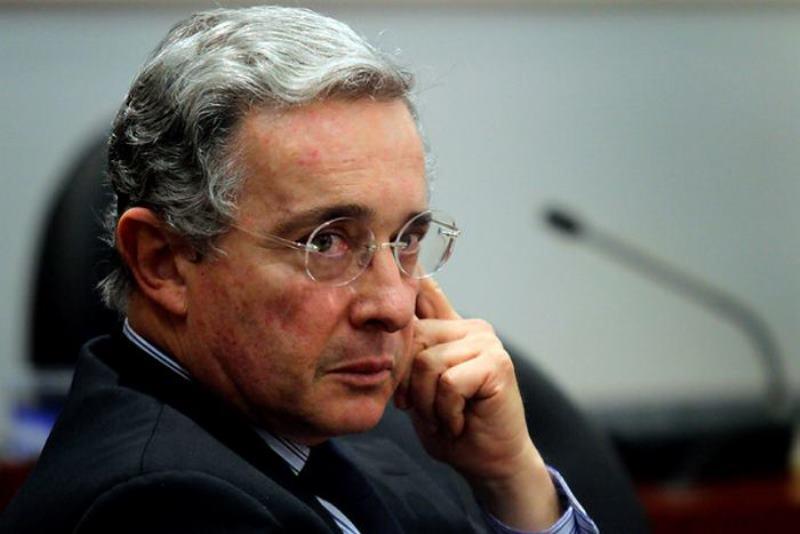 Colombia: Piden investigar a Álvaro Uribe por presuntos vínculos con masacres