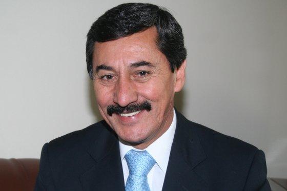 Detienen al senador Bernabé Celis por violencia intrafamiliar
