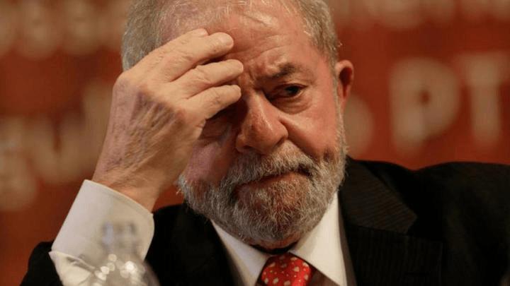 Lula se entrega a la Policía Federal de Brasil