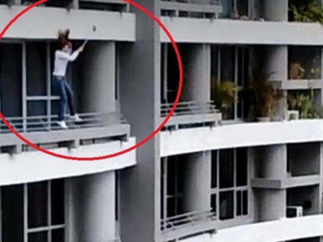 Mujer cae de un piso 27 al intentar tomarse una 'selfie'