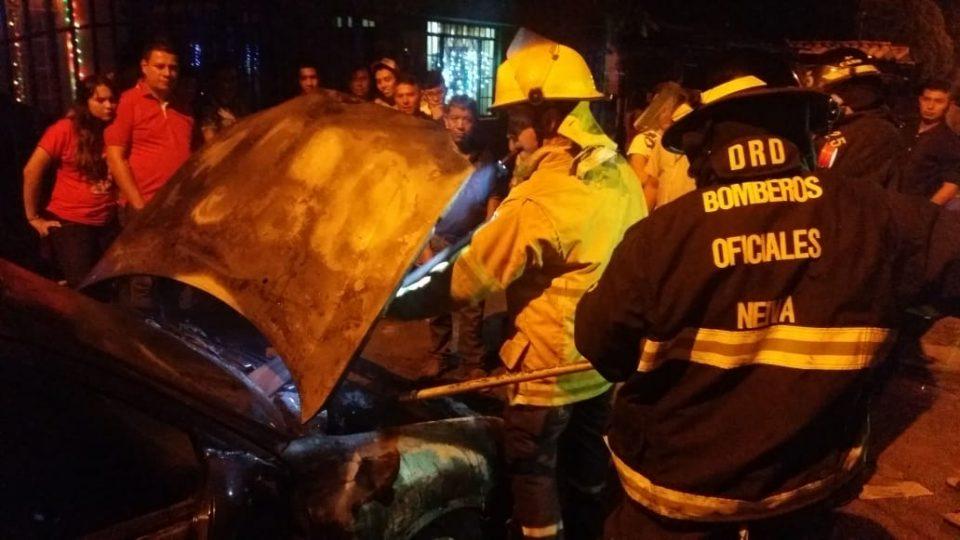 Automóvil en llamas por una fuga de gasolina 1 13 julio, 2020