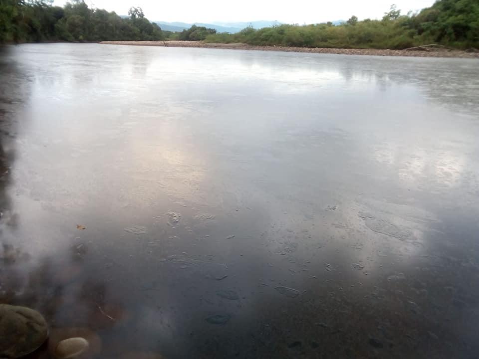 Atentado contra oleoducto colombiano provoca derrame de crudo en dos ríos