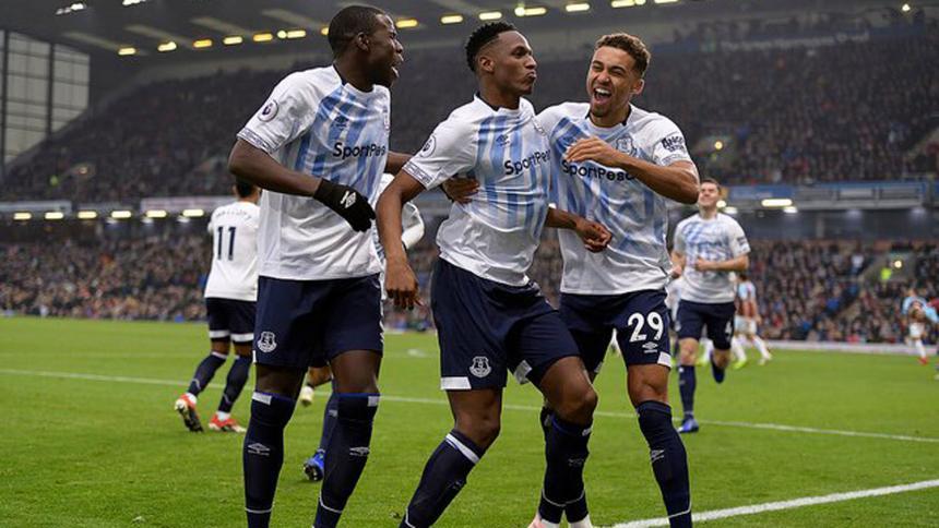 Yerry Mina marca su primer gol con el Everton