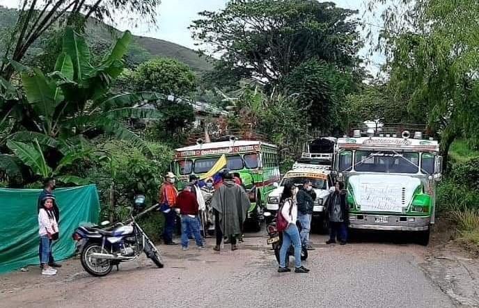 Transportadores y campesinos bloquean vía Pitalito – Palestina 9 4 mayo, 2021