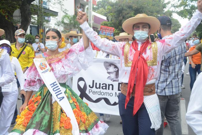 Neivanos marcharon a ritmo de Sanjuanero 12 6 mayo, 2021